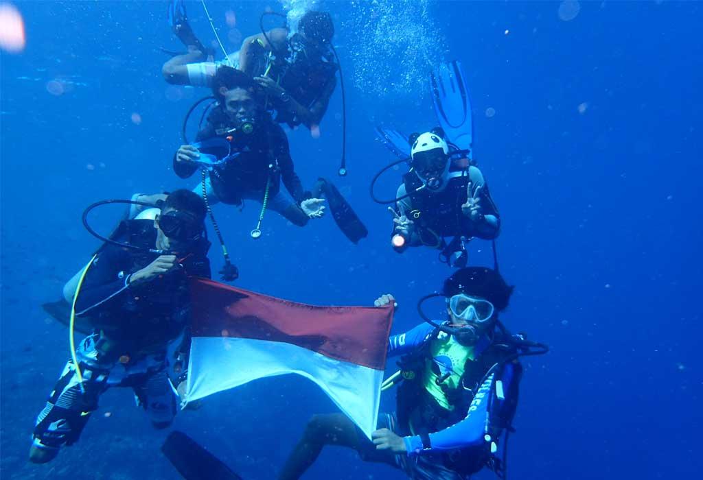 Indonesia-Diver-Bunaken